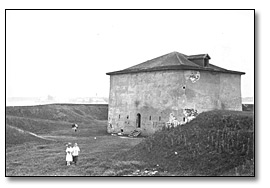 Photographie : Martello Tower at Fort Mississauga, Niagara-on-the-Lake, 1915