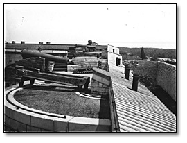 Photographie : Cannons at Fort Henry, Kingston, [vers 1910]