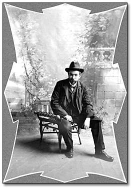 Photographie : Self-portrait of John Boyd, [189-]