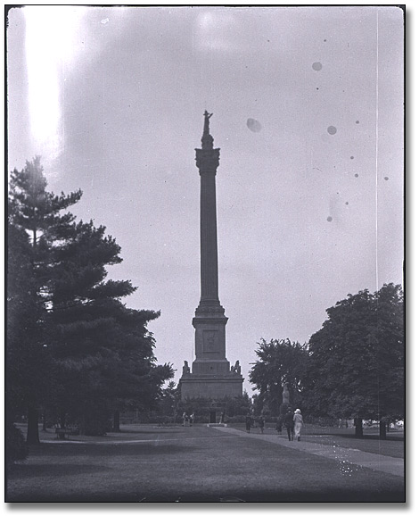 Photographie : Brock monument, Queenston, 8 juillet 1923