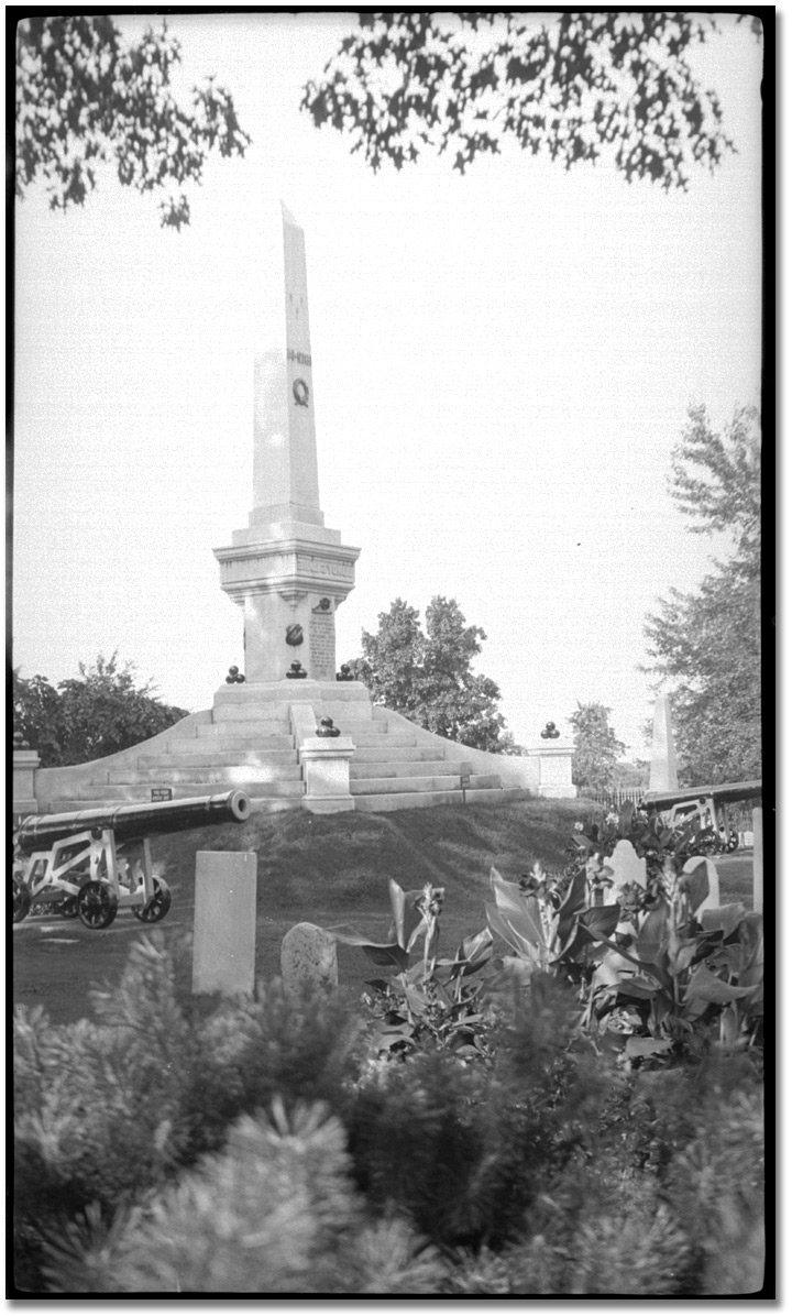 Photographie : Lundy's Lane monument, août 1925