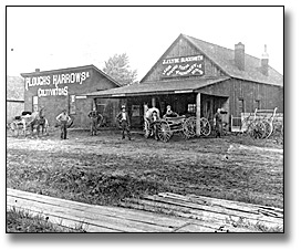 Photographie : Machinery and farm equipment shop, Eastern Ontario, [entre 1895 et 1910]