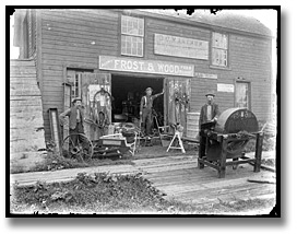 Photographie : Frost and Wood, farm hardware store, Eastern Ontario, [entre 1895 et 1910]