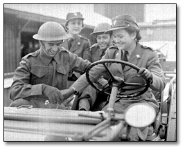 Photographie : Military personnel in an army vehicle , [vers 1945]