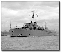 Photographie : View of Minesweeper, HMS Qualicum, [vers 1945]