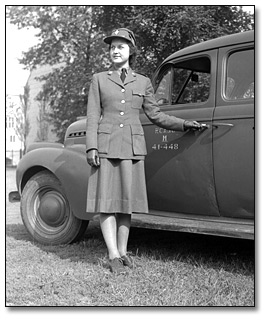 Photograhie : Member of the Canadian Women's Army Corps (C.W.A.C.), Trinity Barracks, [vers 1945]