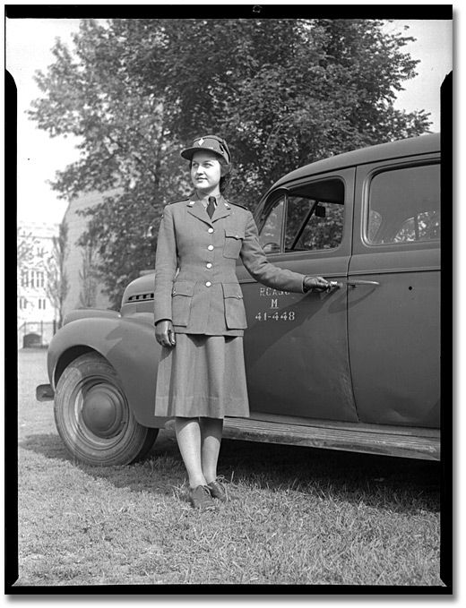 Photographie : Member of the Canadian Women's Army Corps (C.W.A.C.), Trinity Barracks, [vers 1945]