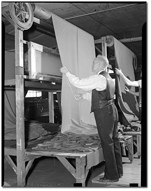 Photographie : Tip Top Tailor making uniforms