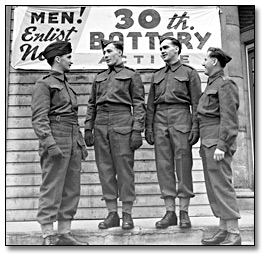 "Photographie : Four soldiers in front of ""Men Enlist"" sign, 30th Battery, 1941"