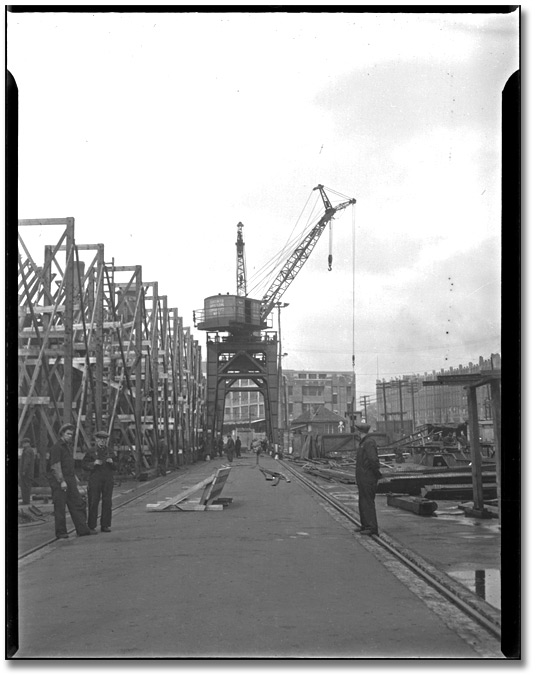 Photographie : Ship being built in Toronto, [vers 1945]