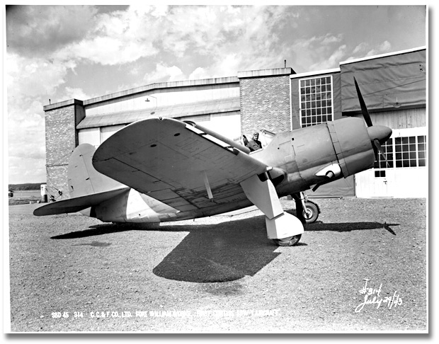 Photographie : The first Curtiss SBW-1 aircraft from the Fort William plant, Canadian Car and Foundry Co., 29 juillet 1943