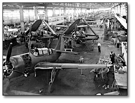 Photographie : Airplane assembly line inside the plant, Canadian Car and Foundry Co., [vers 1940]