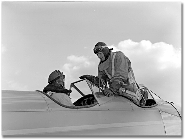 Photographie : Airmen in cockpit, Little Norway, novembre 1940