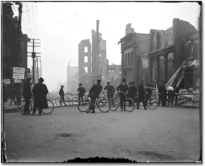 Photographie : Aftermath of the Toronto Fire, [1904] (1)
