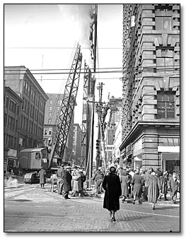 Photographie : Pile Driver Yonge and Adelaide, 22 mars 1950