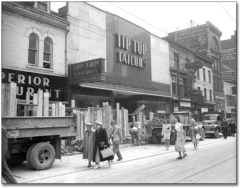 Photographie : Yonge St. during subway construction, 1950