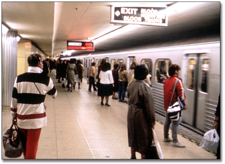 Diapositives couleur : Yonge Bloor Subway Station, novembre 1984