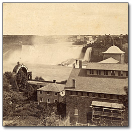 Photographie : The Majesty and Beauty of Niagara No. 644. The American Falls from the museum grounds, Canada side.