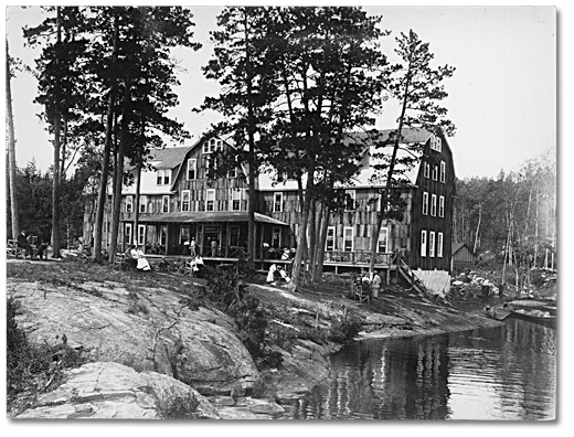 Photographie : Lady Evelyn House, Temagami, [vers 1907]