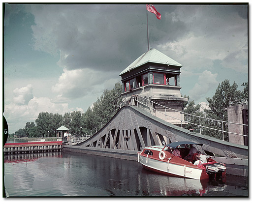 Photographie : Boat in the lock, Peterborough Lift Lock, 1958