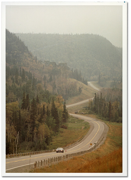 Photographie : Route 11 au nord d'Orient Bay, Thunder Bay, [vers 1970]