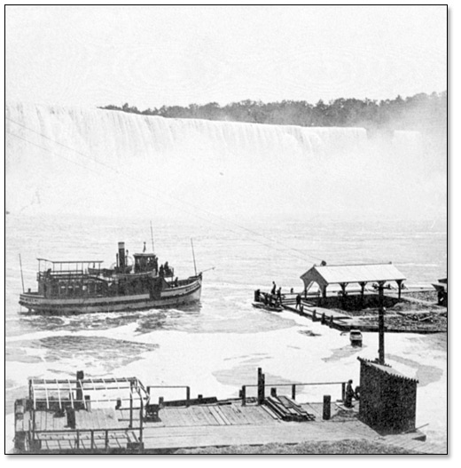 Photographie : Le Maid of the Mist se préparant à accoster sur la rive canadienne (Maid of the Mist approaching the landing on the Canadian side), [ca. 1880]