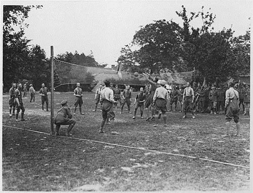 Soldiers playing volleyball, [ca. 1914-1918]