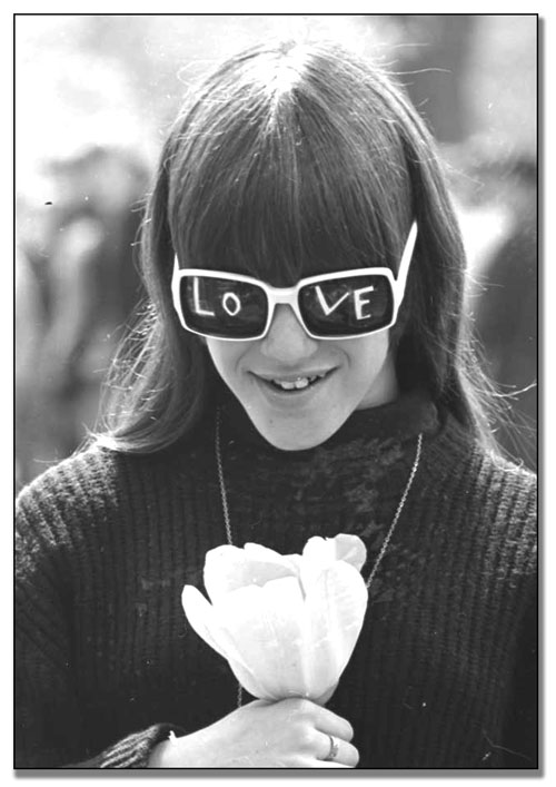 Participante au « Love-In » de Queen's Park, 22 mai 1967 (67142-46)