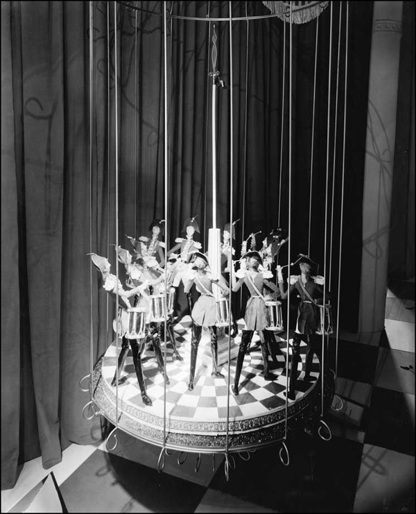 Twelve Drummers Drumming, Twelve Days of Christmas display, 1959